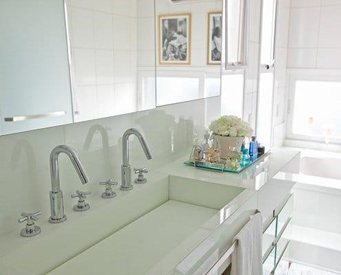 Glass splashbacks for kitchens and bathrooms